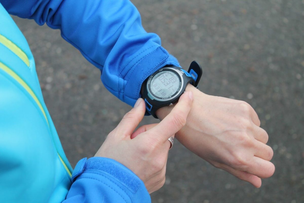 Qué relojes deportivos para ciclistas elegir